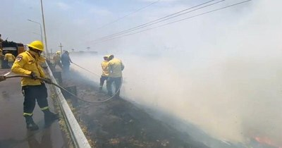 La Nación / Controlan incendios en el brazo Aña Cuá de EBY