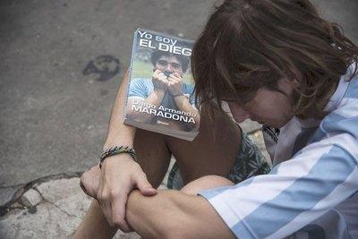 Crónica / La pelota ya no se mancha más: murió Maradona
