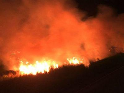 Voraces incendios se registran en tres departamentos del interior