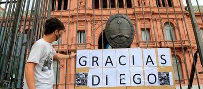 El último adiós a Diego Maradona: tras la despedida íntima de la familia, comenzó el velatorio abierto al público en la Casa Rosada
