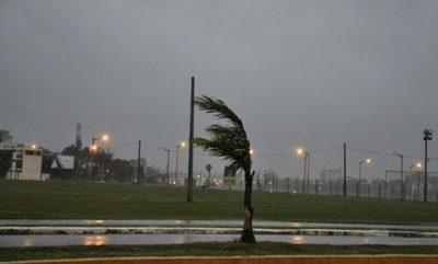 Emiten alerta de tormentas para 14 departamentos