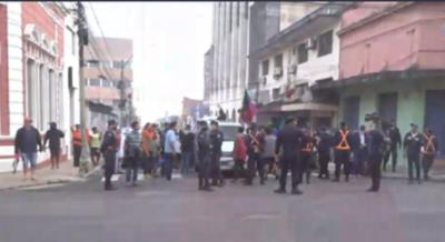 Concejal de Asunción presenta denuncia ante fiscalía contra bloqueos de calles