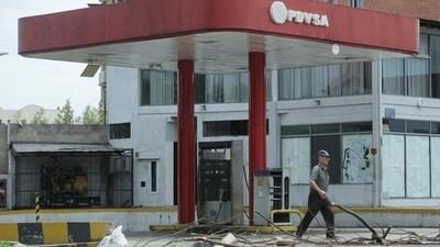 Falta gas en Venezuela y también árboles, que talan para cocinar con leña
