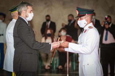 Mario Abdo participó en ceremonia de egreso de oficiales de la Academia Militar