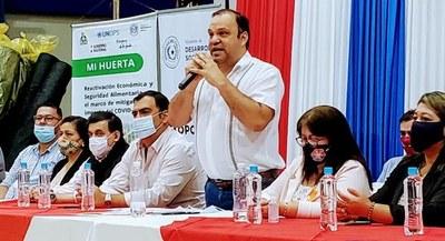 Ministro entregó insumos para huertas y alimentos a comedores de Caazapá