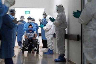 Covid-19: cae la mortalidad en un 18% a medida que mejoran los tratamientos