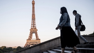 Francia advierte que aún vacunadas, las personas deberán usar barbijo y respetar distancia
