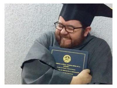 Fray defendió su tesis desde un convento
