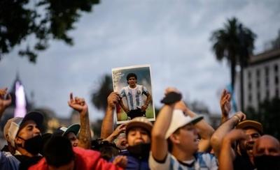 HOY / Reportan incidentes tras el cierre de las filas para el velatorio de Maradona