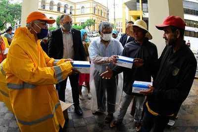 Salud Pública y Secretaría de Emergencia entregan tapabocas a piqueteros campesinos