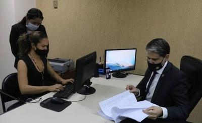 """HOY / Juez dicta prisión preventiva para """"Papo"""" Morales y su novia"""