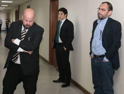Tribunal absuelve a Fernández Lippmann y Cristian León