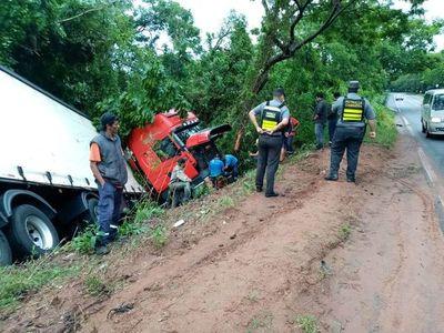 Tractocamión perdió el control a causa de la pista mojada en Yaguarón
