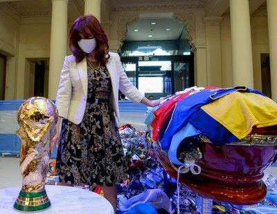 Termina velatorio público de Maradona y retiran féretro