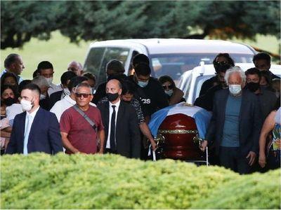 Maradona ya descansa en paz tras multitudinaria despedida