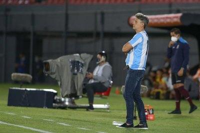 El homenaje de Renato Gaúcho a Maradona ante Guaraní