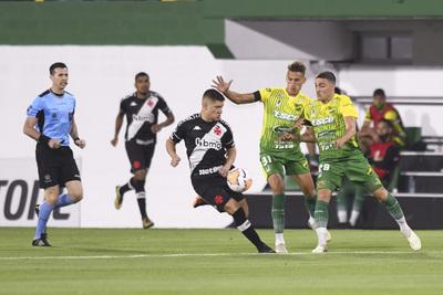 Vasco rescata un valioso empate ante Defensa y Justicia