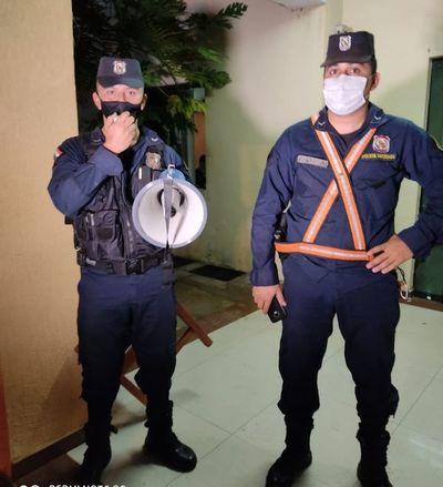 Policía apoya en la concienciación sobre uso de mascarillas