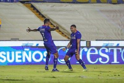 Un 'misil' y gol de Escobar para el triunfo de Cruz Azul sobre Tigres