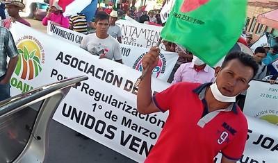 Ciudadanía honesta, obligada a costear esquema extorsivo de delincuentes invasores de Pindó