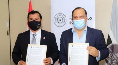MDS y la UNCA firman convenio para pasantías académicas e investigación científica