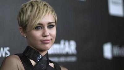 """HOY / Miley Cyrus, como una locomotora con su """"rock nostalgia"""""""