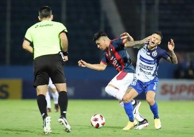 'Hay árbitros que no pueden cobrar más partidos de Cerro'