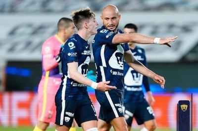 Con González e Iturbe, Pumas golpea a Pachuca en los 'cuartos'