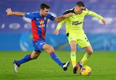 Con Almirón de titular, Newcastle derrotó al Crystal Palace