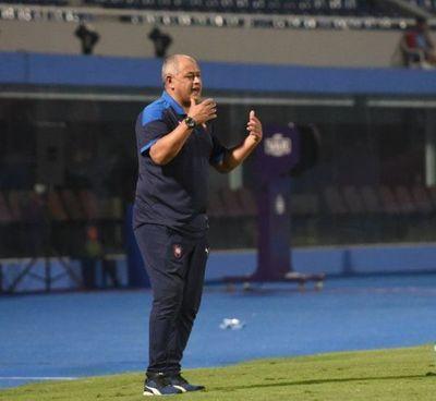 Chiqui Arce dispara contra el arbitraje de Paúl Benítez