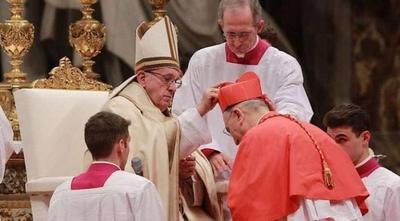 HOY / Francisco alerta del peligro de la mediocridad en misa con nuevos cardenales