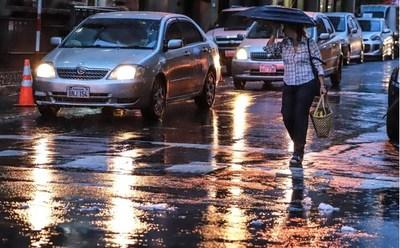 Meteorología anuncia un domingo caluroso y con lluvias