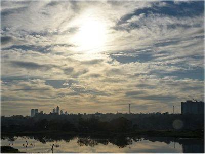 Meteorología pronostica domingo muy caluroso con posibles lluvias