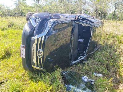 Hija de gobernador de Alto Paraná y su familia sufren aparatoso vuelco