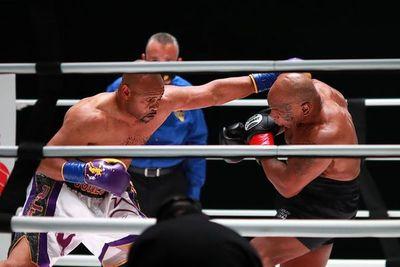 Regreso de Mike Tyson a los 54 años termina en empate con Jones Jr.