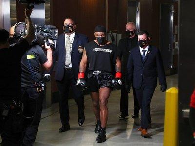 Luego de 15 años Mike Tyson volvió al ring y dio pelea  a su rival