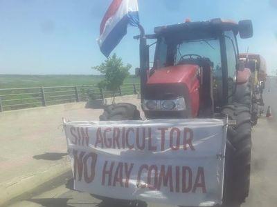 Productores de Itapúa sostienen manifestaciones en la capital