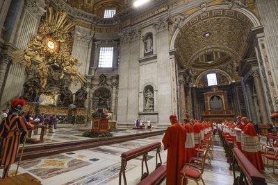 """Papa Francisco pide no caer en la mediocridad ni buscar """"padrinos"""""""
