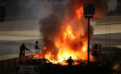 HOY / Impresionante accidente del francés Grosjean en el Gran Premio de Bahrein