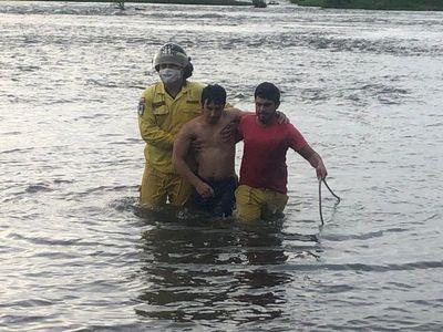 Cuatro personas son arrastradas por corriente del río Paraná