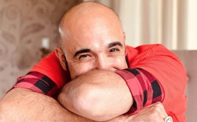 """HOY / Abel Pintos, más libre que nunca: """"Mis temores han cambiado de disfraz"""""""