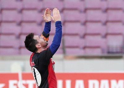 Barcelona gana y Lionel Messi homenajea a Maradona
