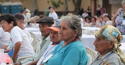 La Nación / Más de 215.000 adultos mayores cobran sus pensiones este lunes