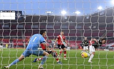 HOY / Cavani rescata con un doblete la victoria para el United