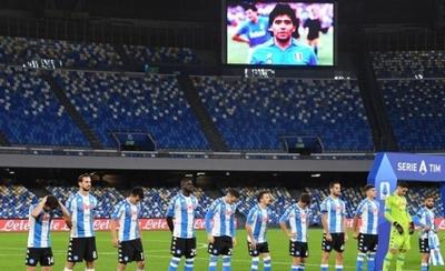 HOY / Nápoles honra a Maradona con camiseta albiceleste
