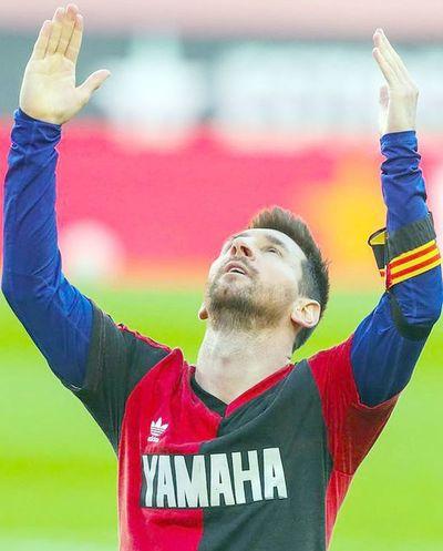Messi dedica su gol a Maradona