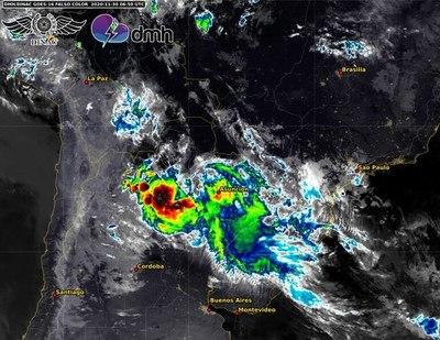 Lunes, con lluvias y tormentas: no descartan fenómenos severos