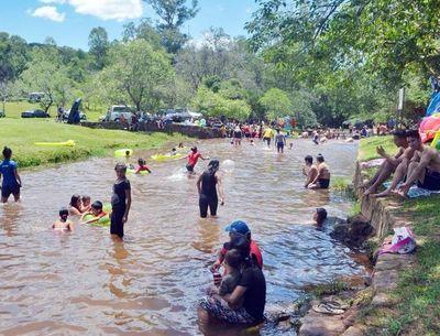 Suspenden funcionamiento de todos los balnearios en Caacupé tras descontrol del fin de semana
