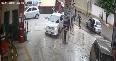 La Nación / Asalto de cada día: roban a empleados de estación de servicio cuando llevaban dinero al banco