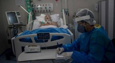 HOY / Récord de internados por COVID, reflejo del colapso en hospitales